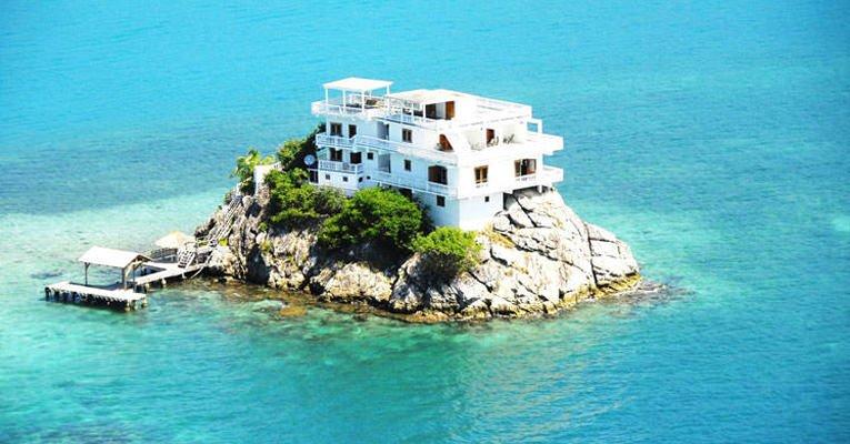 Okyanusun Ortasında Otel